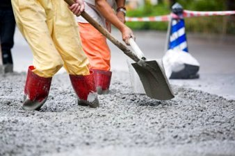 Construction with Cement. © iStock / MIT
